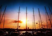 Partir à la voile au coucher du soleil – Conseils sur la navigation de nuit