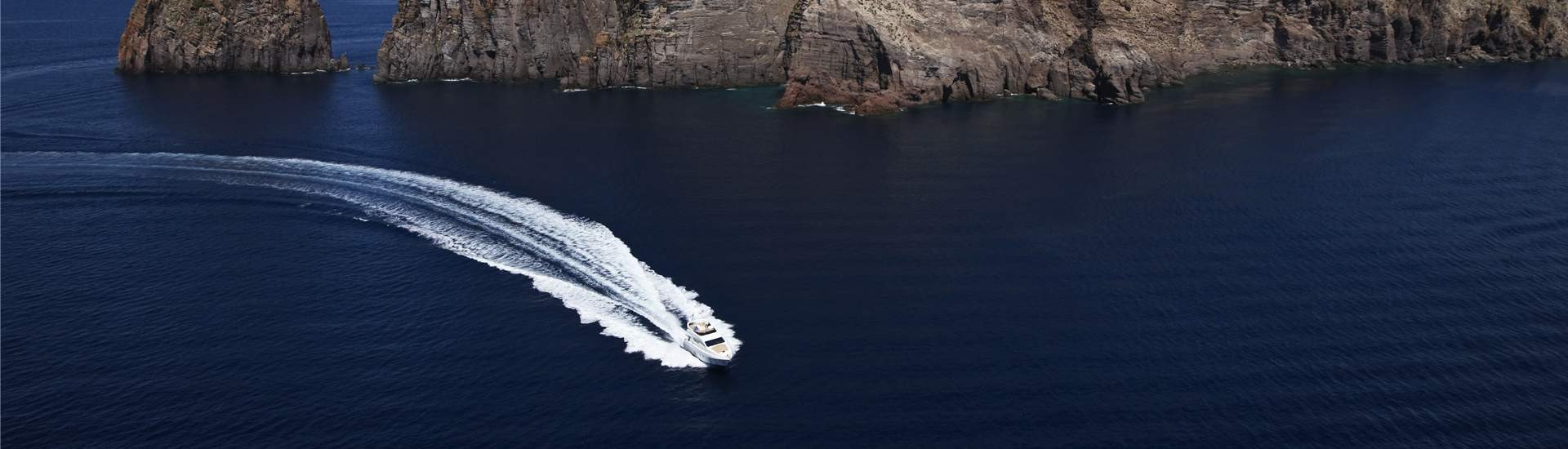 Rent a motorboat Italy