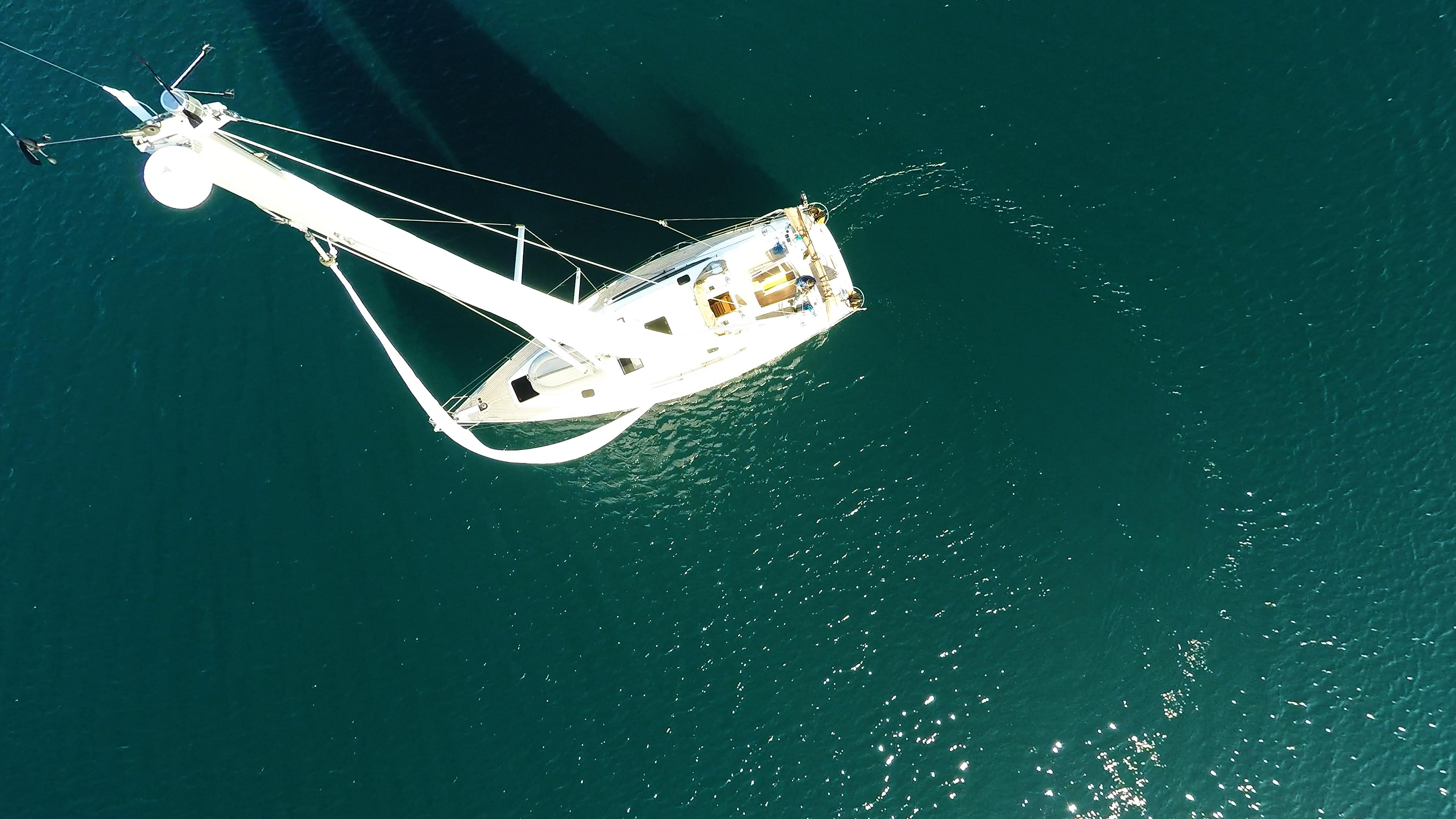 bateau à voile antenne haut de mât voiles bateau à voile voilier