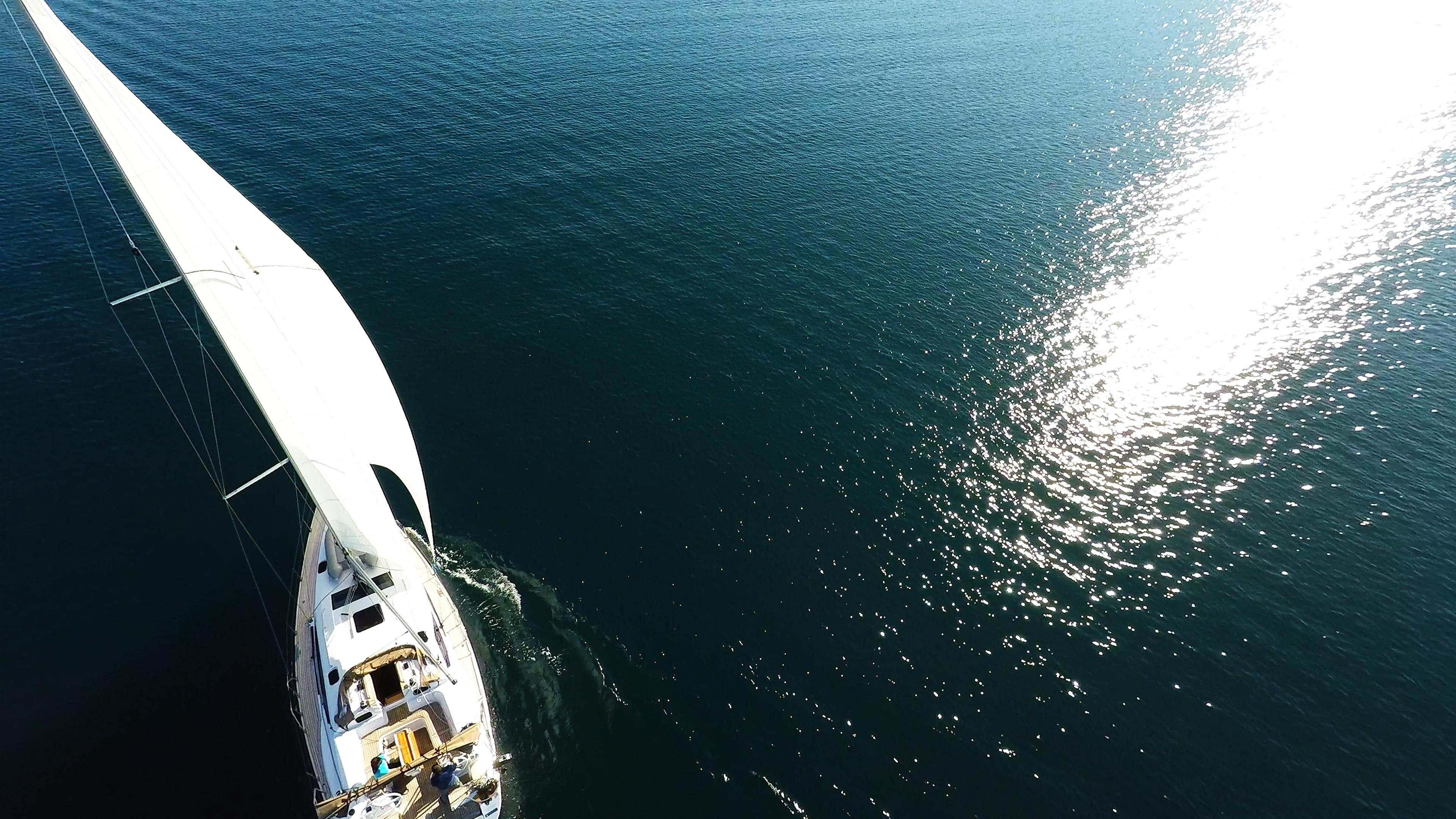 bateau à voile mer bleue réflexe solaire bateau à voile elan 45 impression voilier