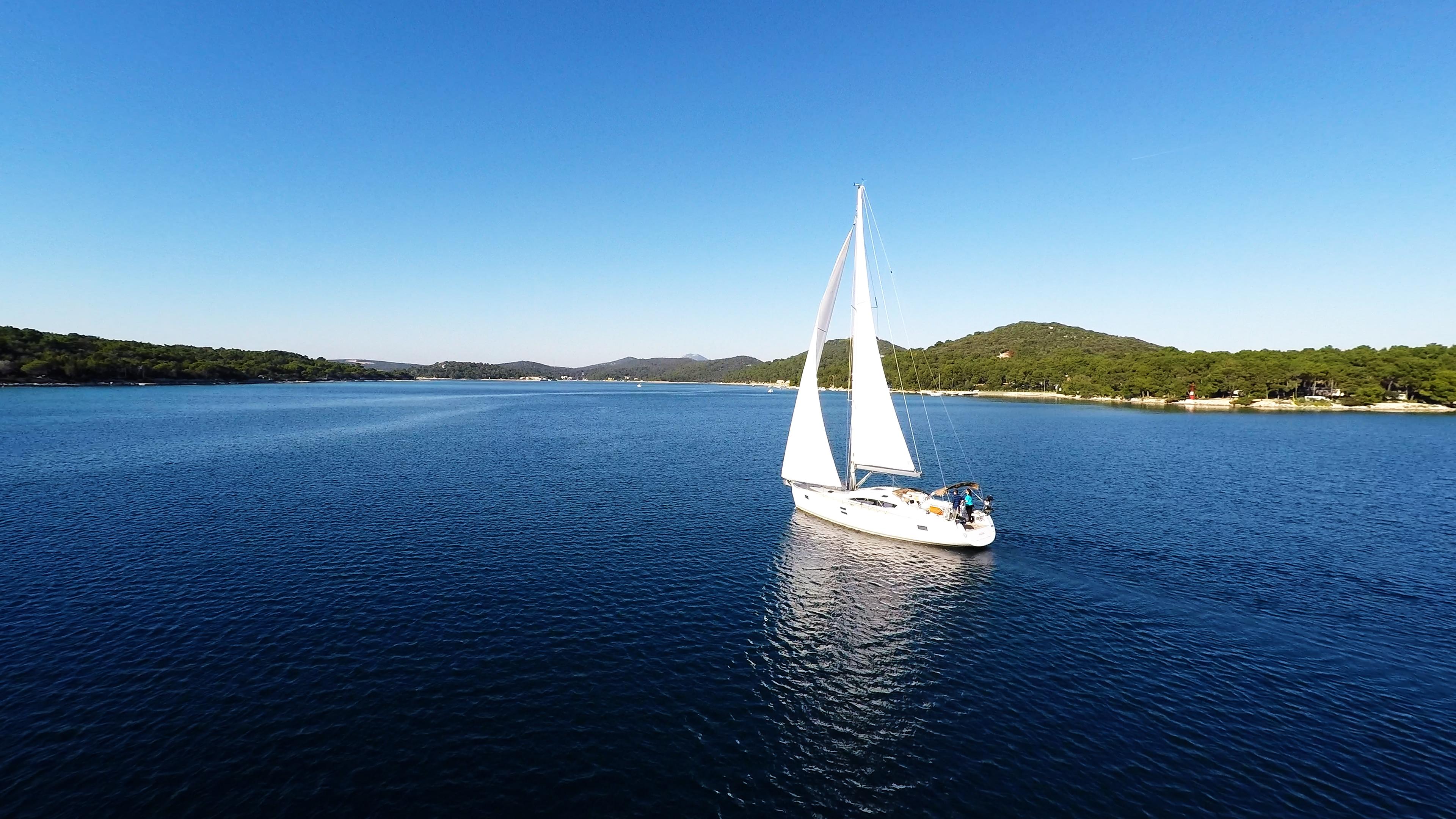 bateau à voile ciel bleu baie de mer bateau à voile voile losinj Croatie