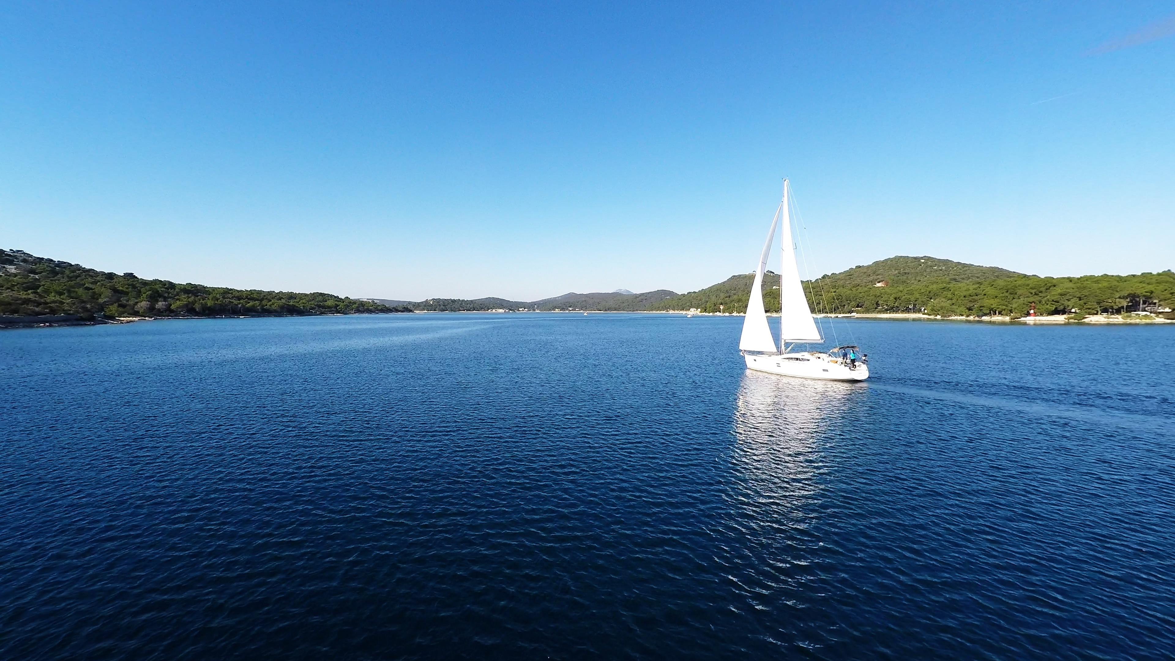 bateau à voile ciel bleu baie de mer bateau à voile