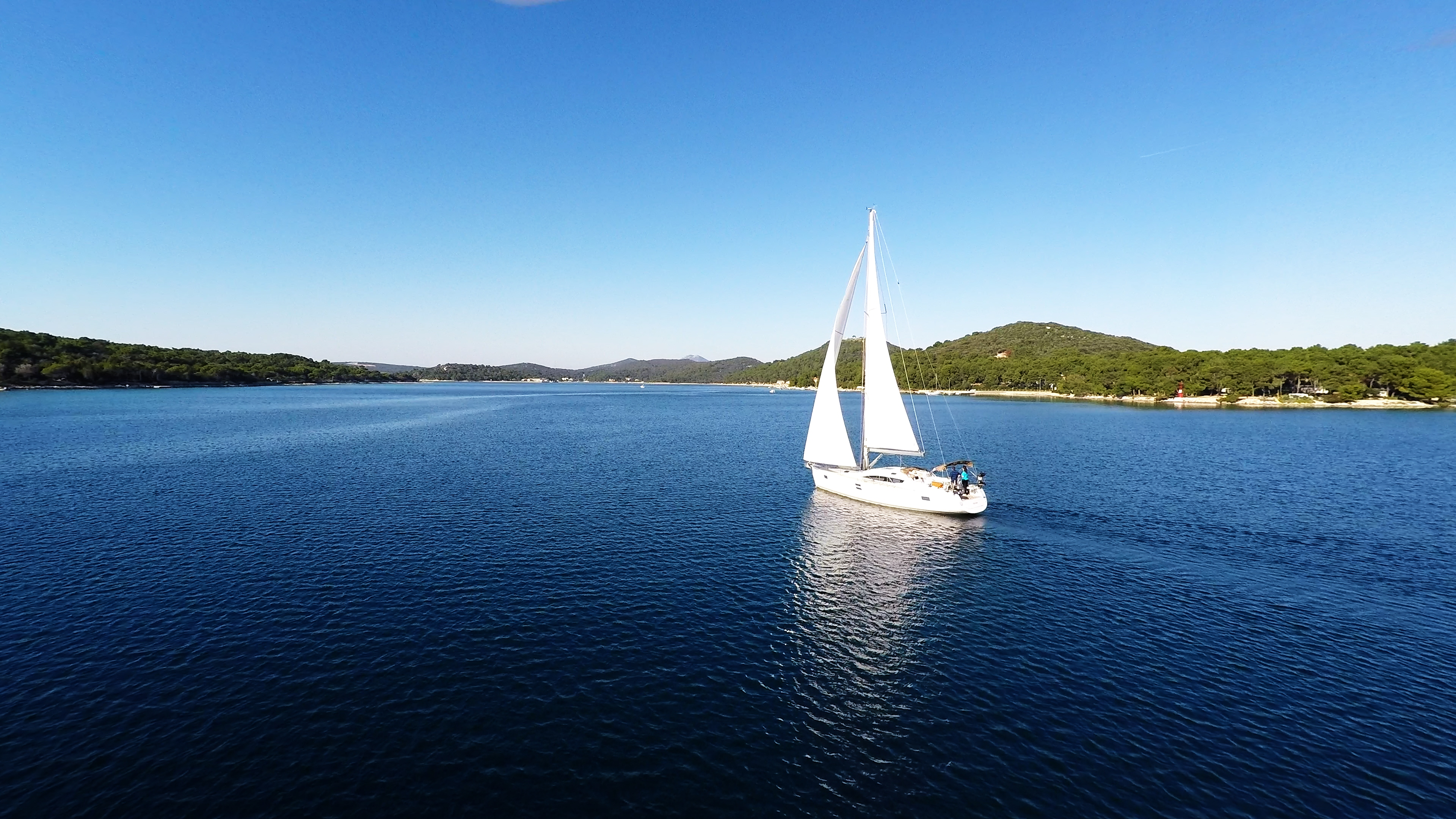 bateau à voile ciel bleu baie de mer voilier losinj Croatie