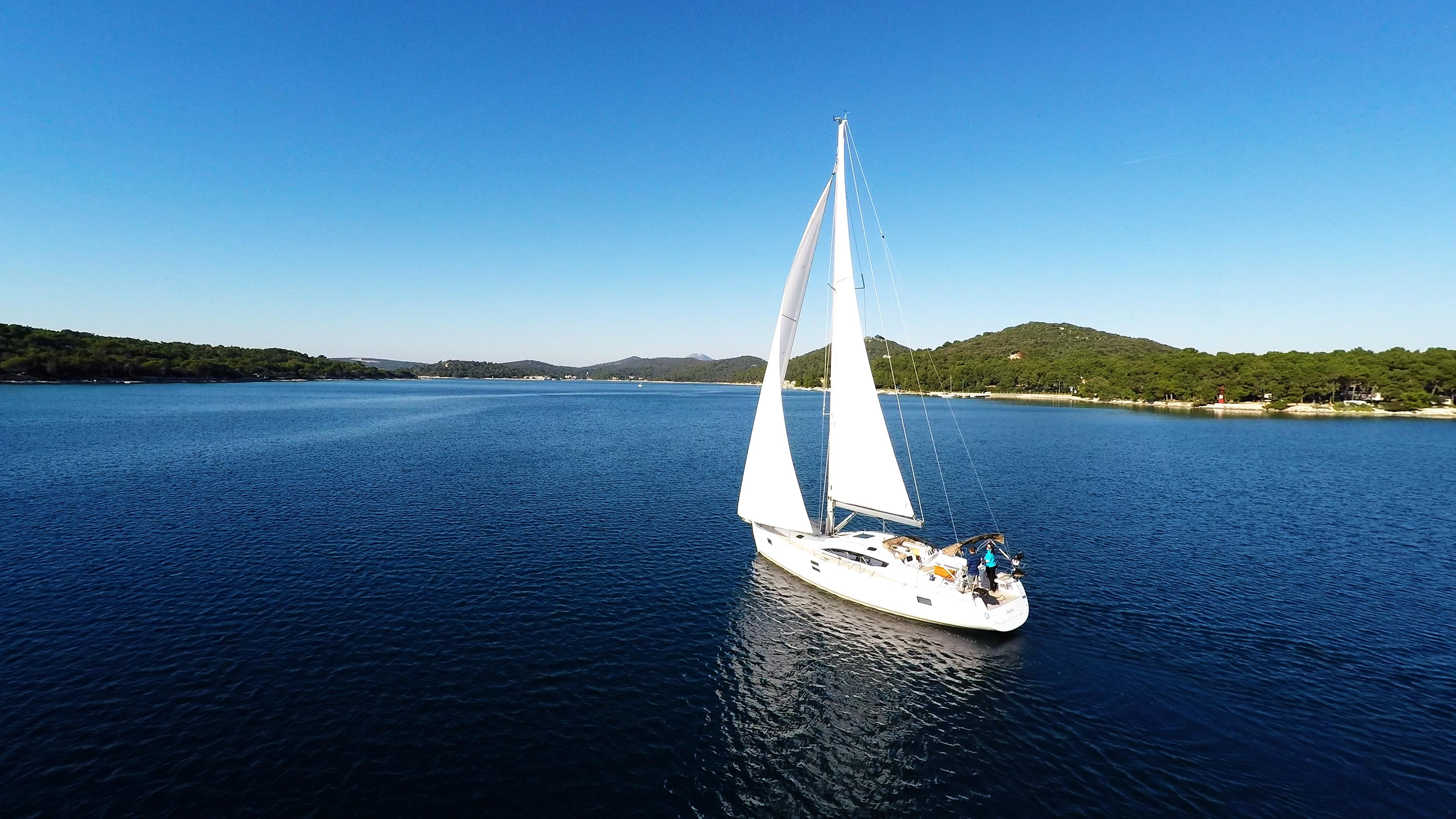 bateau à voile ciel bleu baie de mer voilier bateau à voile mali losinj Croatie