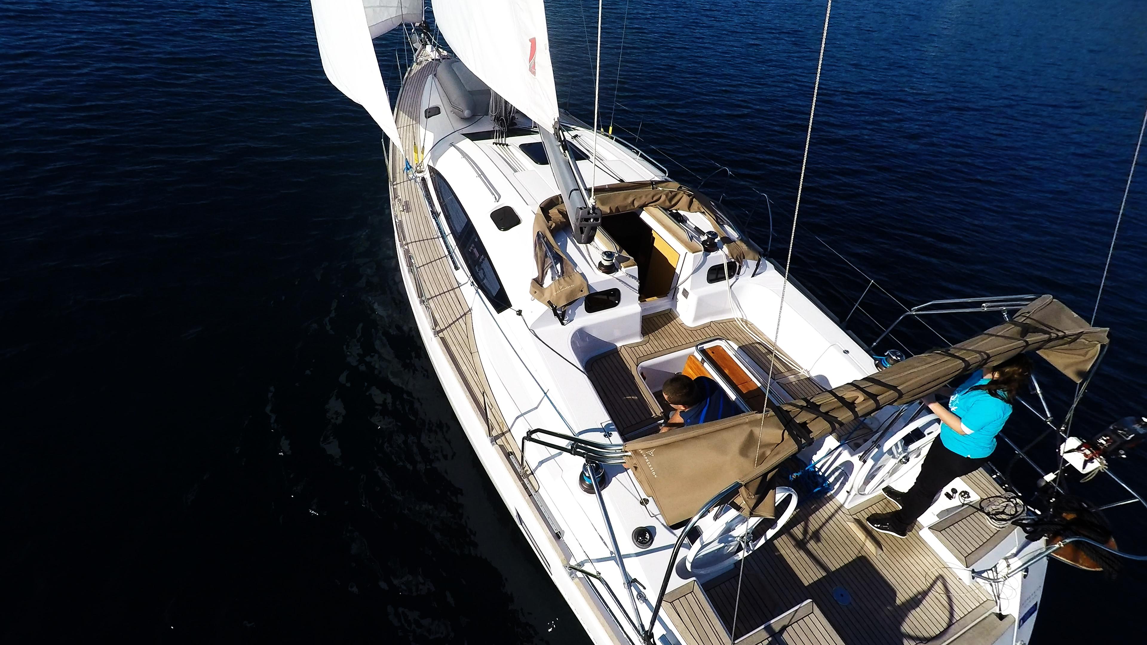 bateau à voile cockpit plate-forme teck voilier elan 45 impression bateau à voile