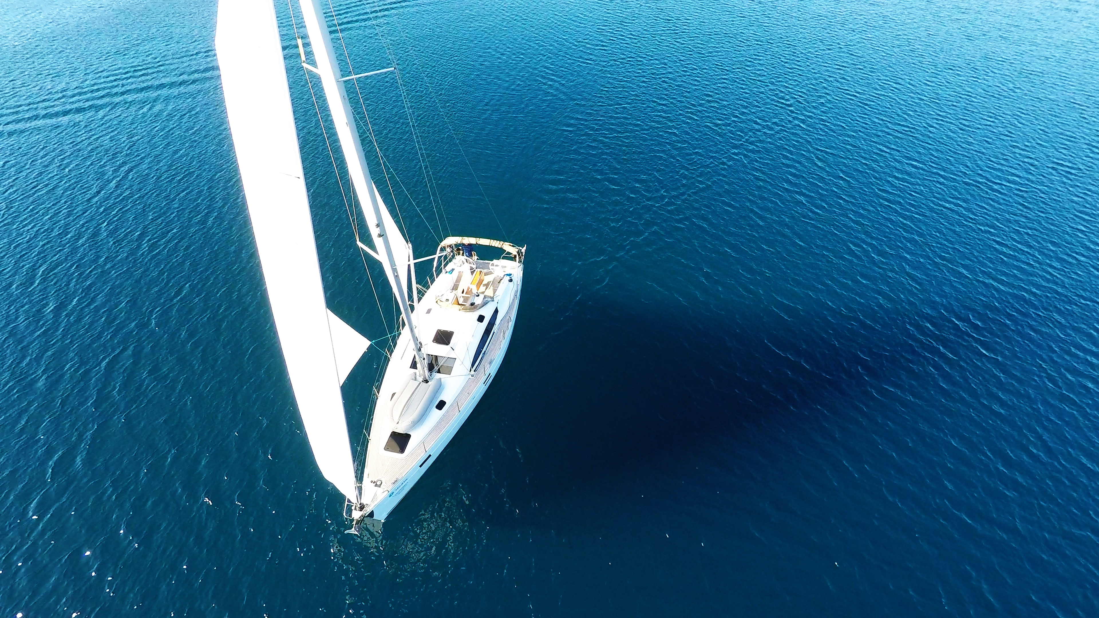 bateau à voile elan 45 impression mer bleue voilier voile bateau à voile