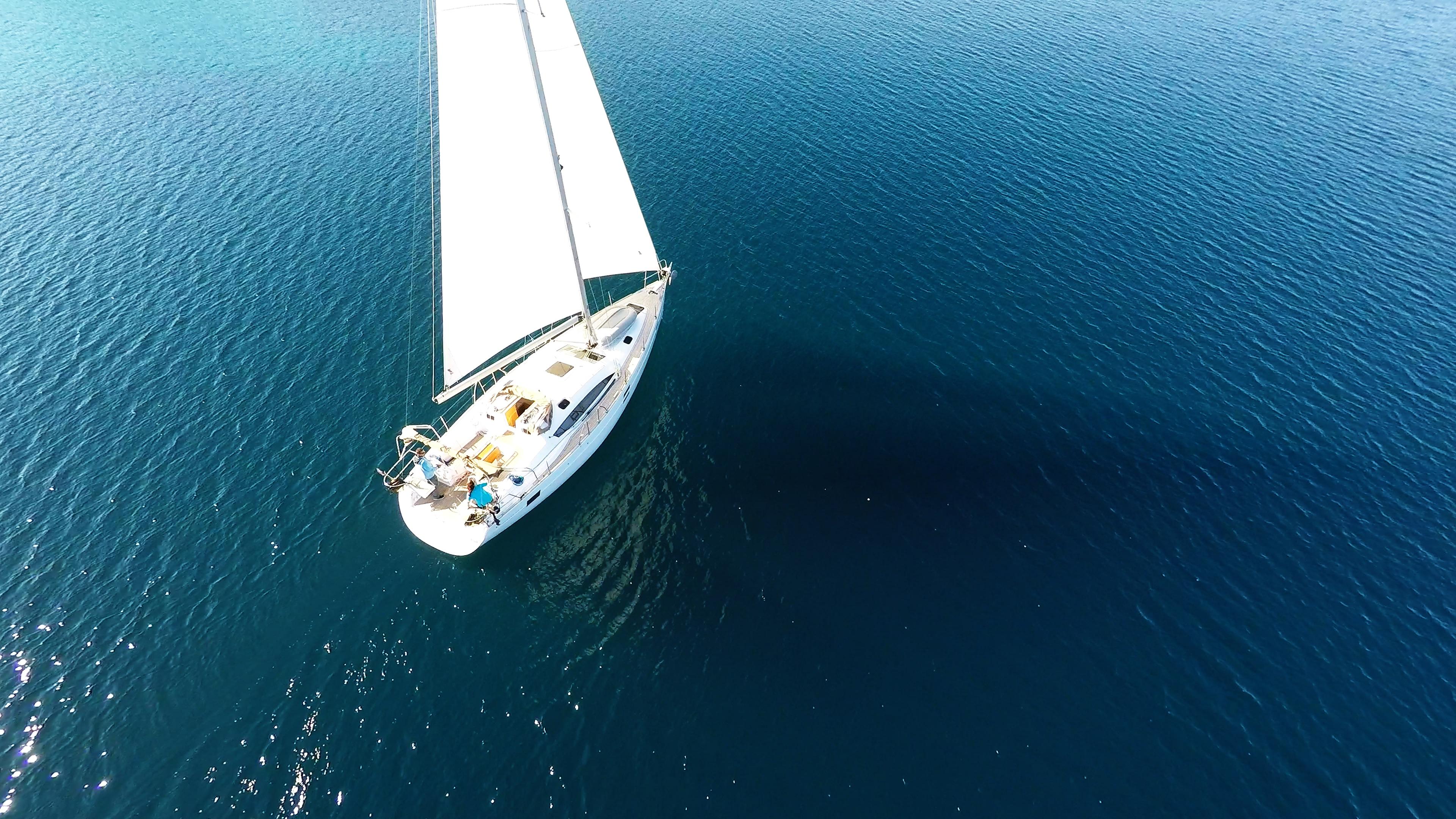 bateau à voile elan 45 impression d'en haut voilier
