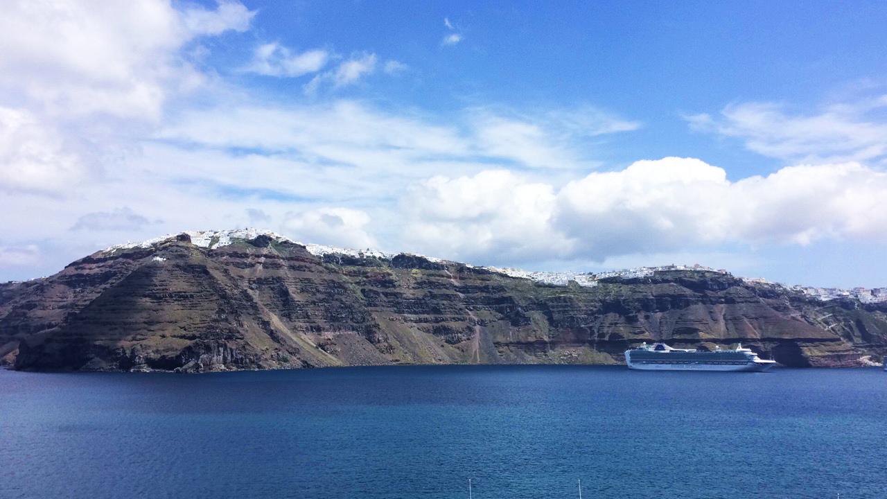 croiseur Santorin Grèce ciel bleu côte île